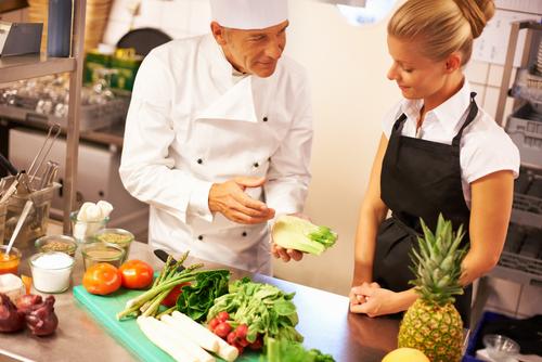 Conosci veramente i principi fondamentali per nutrirti avendo cura della tua salute? Considerando la dieta non come un regime ipocalorico, ma come un corretto stile di vita, sarà possibile correggere gradualmente eventuali errori di tipo alimentare, partendo da un approccio di tipo culinario.